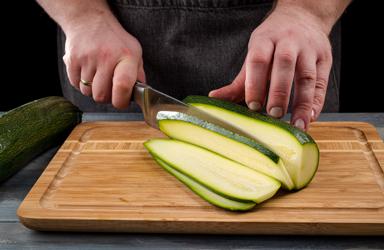 Zucchini cuộn với cà chua và pho mát (1)