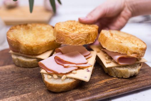 Сэндвичи с ветчиной и сыром (5)