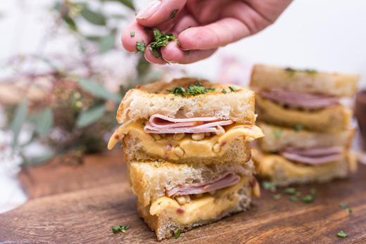 Сэндвичи с ветчиной и сыром (6)